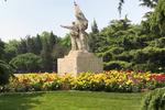 东单、双秀公园环境整治 增设花坛容貌焕然一新