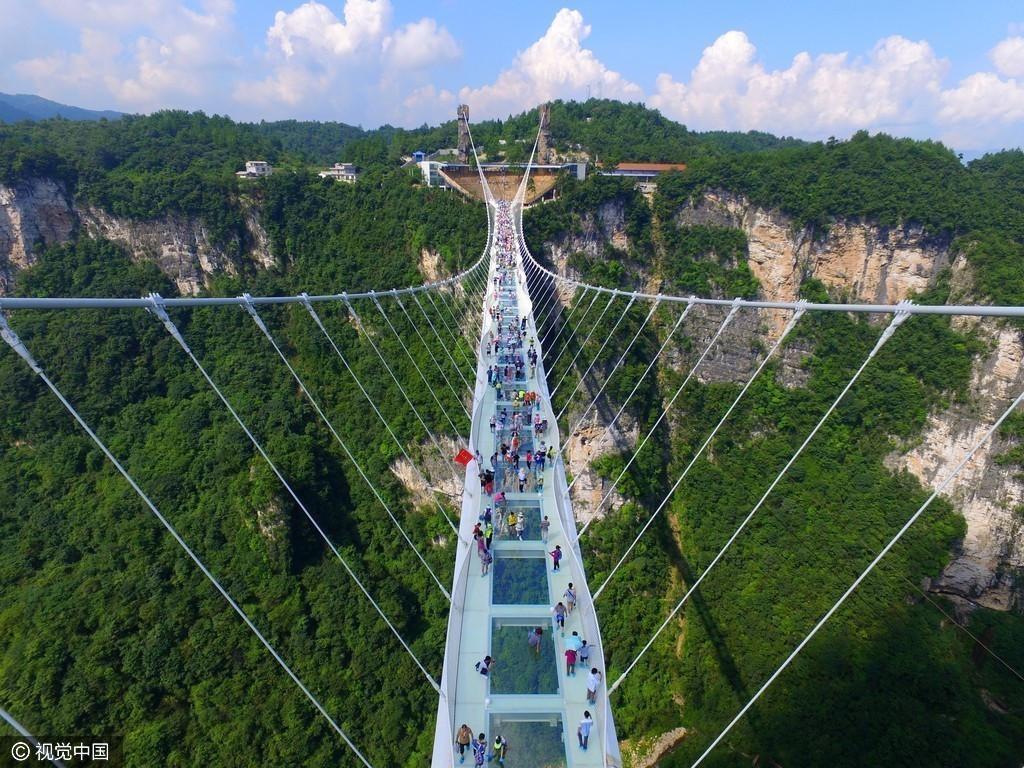 张家界大峡谷玻璃桥开通试营业
