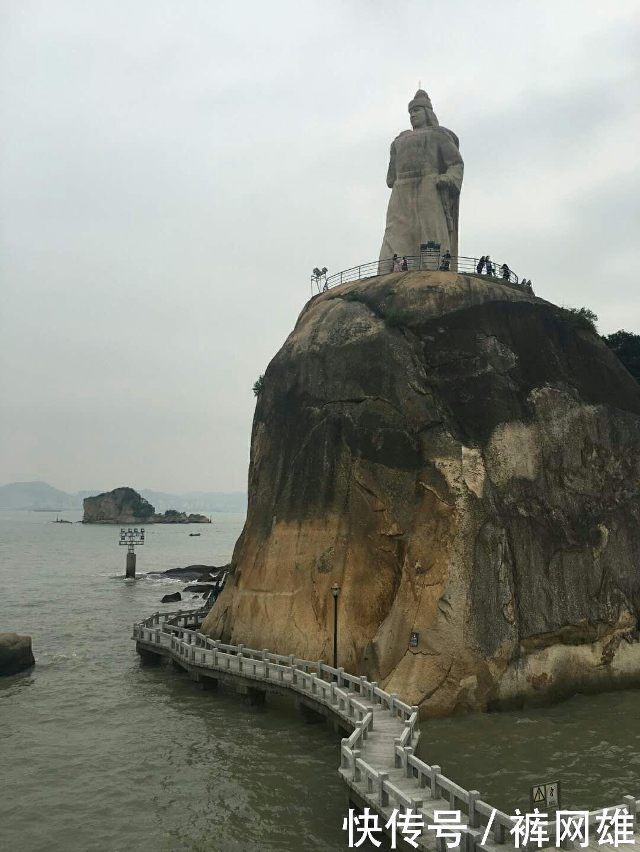 福建厦门鼓浪屿风景区是中国5a级旅游风景区, 挤满千人游客