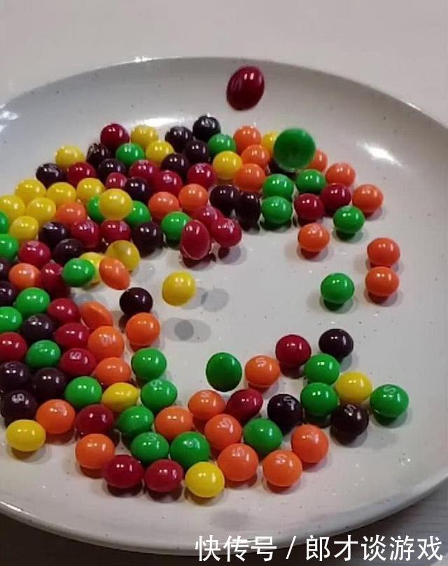 美术生又秀了,用巧克力豆画孙悟空?网友:这是一幅有味道的画