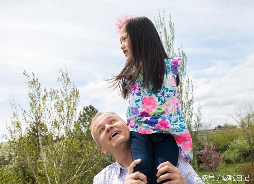 美国夫妇收养中国无臂女孩招人耻笑