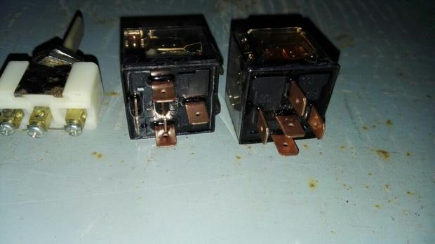 2个五角继电器+一个单刀双制开关和导线若干