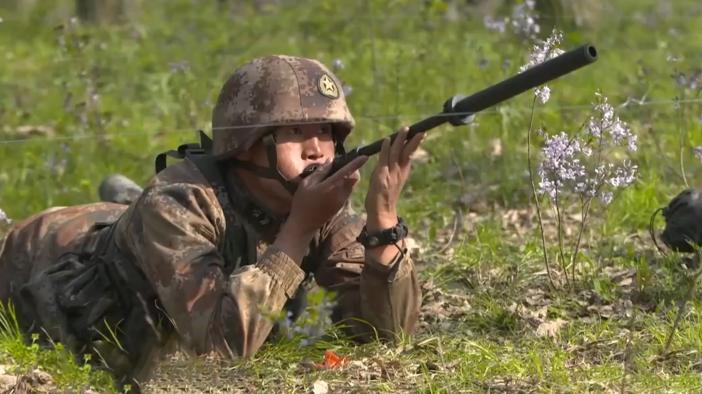 飞刀、吹 箭!解放军侦察兵冷兵器制敌