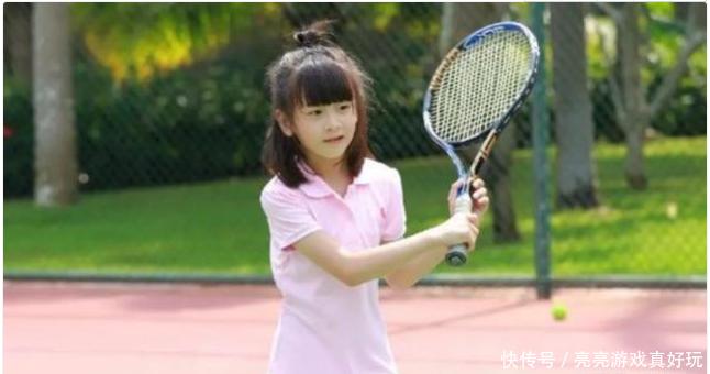 田亮女儿森碟想成为网球运动员,当看到她的双脚,网友纷纷心疼!