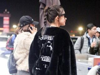 """古力娜扎把""""贵妇感""""皮草大衣穿出了T台范,怎么做到的?"""