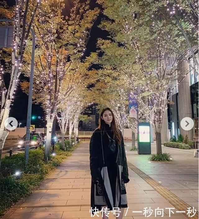 林峰带比例日本旅游,素颜女友身材超好,买a比例情趣内衣夜店未眠图片