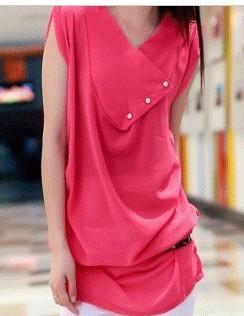 玫红色的衣服配什么颜色的打底裤好看呢