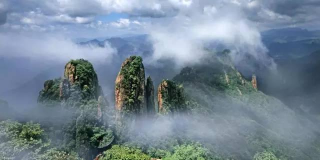 额尔古纳风景区拥有草原,河流,湿地,百花,田园,牧场,气象,胜迹,边境