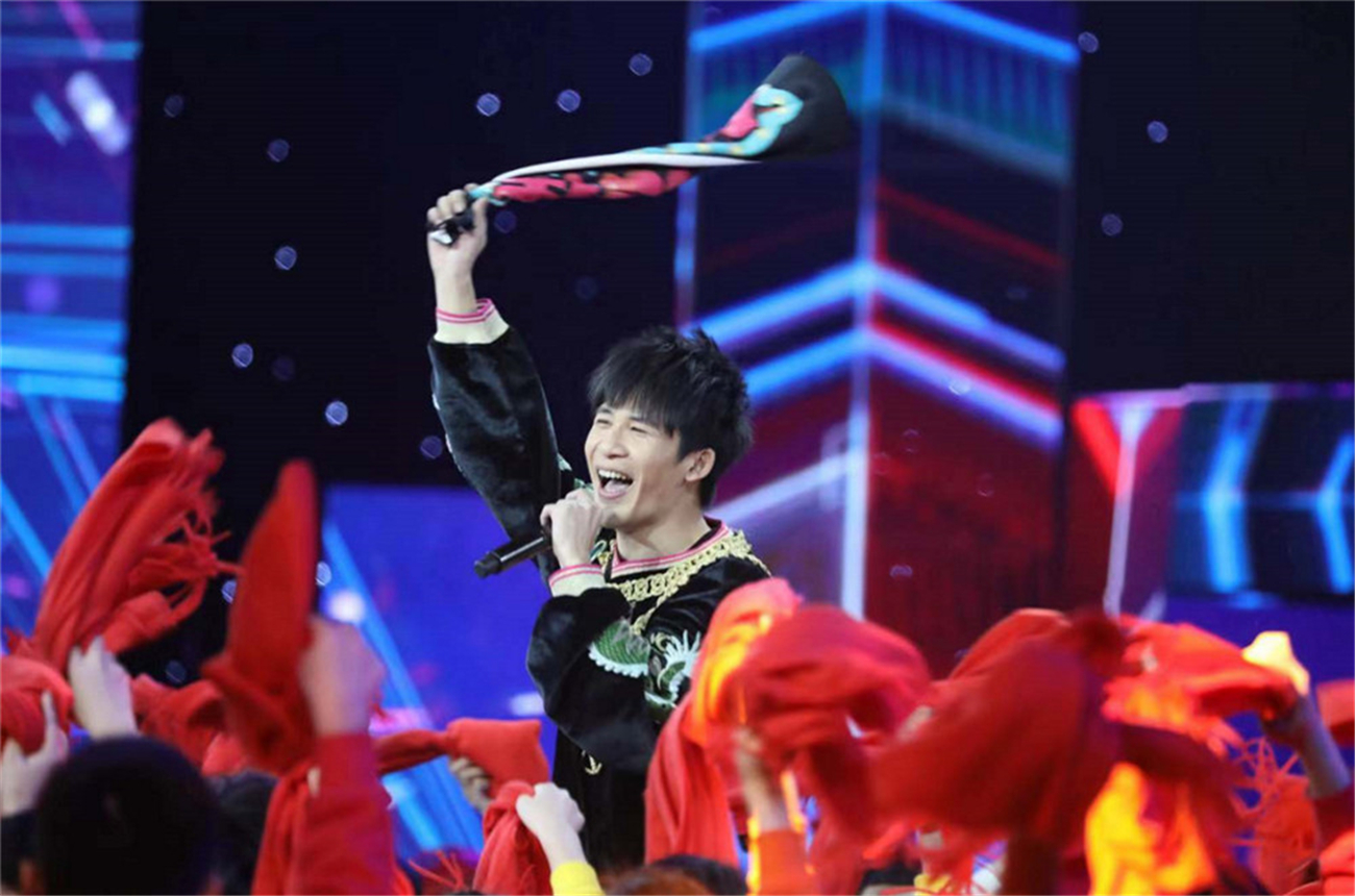 Angelababy、李易峰参加央视元旦晚会彩排 演绎经典歌曲引期待