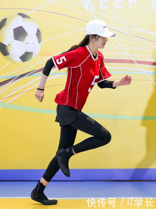 杨幂果然是时尚界大姐大,穿运动装都能穿出少