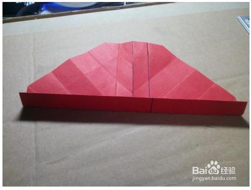 1,将正方形纸对折,两边往中间再次对折,第三次再折.
