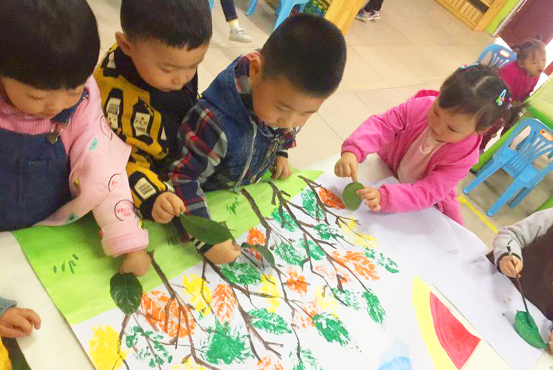 幼儿园小班11月主题:我和颜色蹦蹦跳