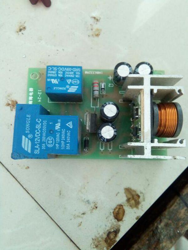 逆变器由逆变桥,控制单元和滤波电路组成.