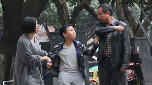 遇到人贩子拐卖孩子 你会帮忙吗【国产整蛊大师】36