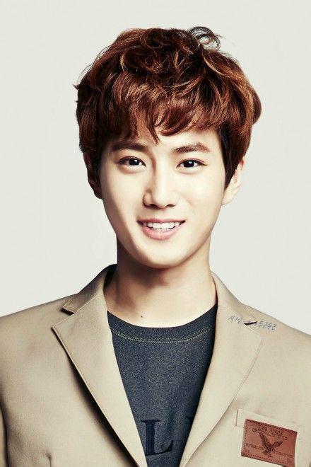 EXO所有成员的照片加上名字图片
