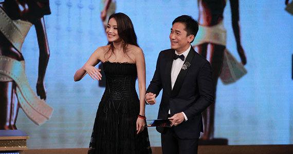 第32届 香港电影金像奖海报曝光 众星围坐合照,图片尺寸:550×285