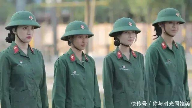 这些女兵关键时刻脱的一丝不挂!身体成了她们
