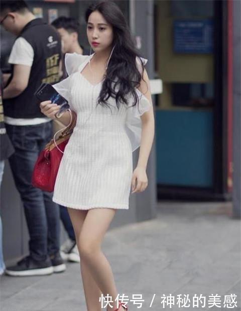 路人街拍,迷人性感的美女,清新并让身材曲线更加的迷人