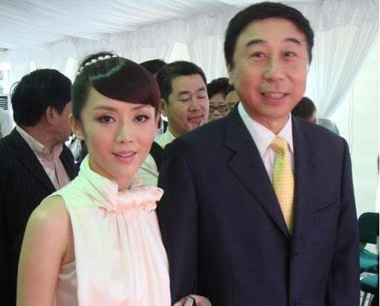 60岁冯巩的老婆竟是她低调支持丈夫30年