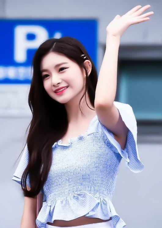 韩国五代女团门面担当舞台下风格各不相同,日常私服你最看好谁?
