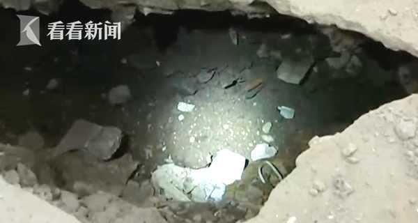 地板突然塌陷地下惊现青砖墙体