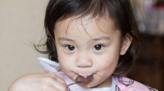 看到这几张李小璐小时候的照片,不用担心甜馨以后长不白了!
