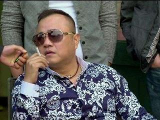 """赵本山身边的保镖""""张家豪"""",妻子是警察,从保镖做到副总裁!"""