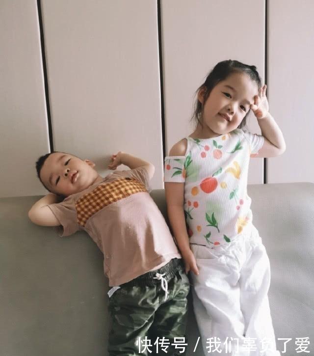 吴雅婷晒儿女日常,姐姐教弟弟学习,画面好有爱,妈妈看了都羡慕