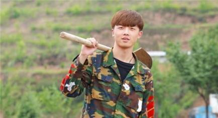 """变形计叛逆少年刘一鸣,在农村""""变形""""很懂事,如今已上大学"""