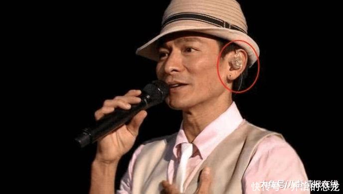 演唱会中, 歌手们耳朵上戴的到底是什么, 现在才