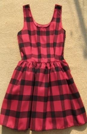 黑红格子连衣裙配什么颜色薄外套