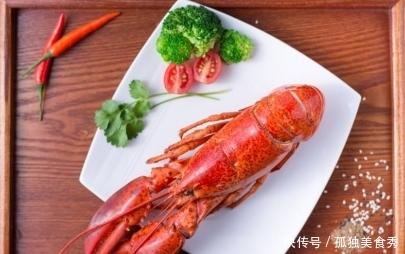 """网红直播吃""""超大龙虾"""",2000元1只,掰开虾钳后,网友:不值!"""