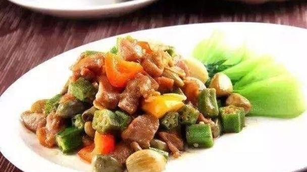 蚝油炒豆苗、猪耳炒荷兰豆、秋葵烧牛肉的做法