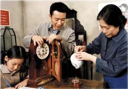 原来老戏骨李雪健的老婆是她,儿子还非常帅气,是北影研究生!