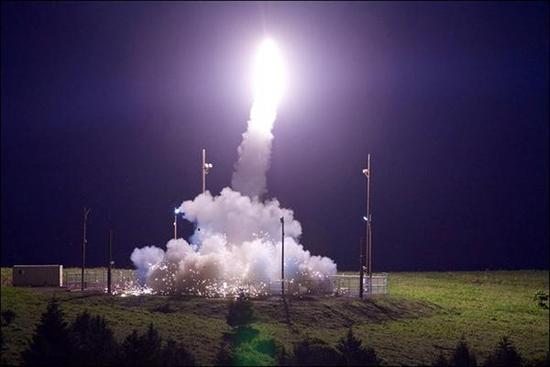 """群岛北部太平洋上空发射一枚中程弹道导弹,部署在阿拉斯加科迪亚克的"""""""
