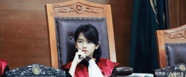 """印尼""""童颜女法官"""",凭啥坐上高位?网友:你也不看看人家背景"""