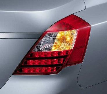led复合尾灯 高位刹车灯  1,菱形倒车灯,转向灯造型与后尾箱金属装饰