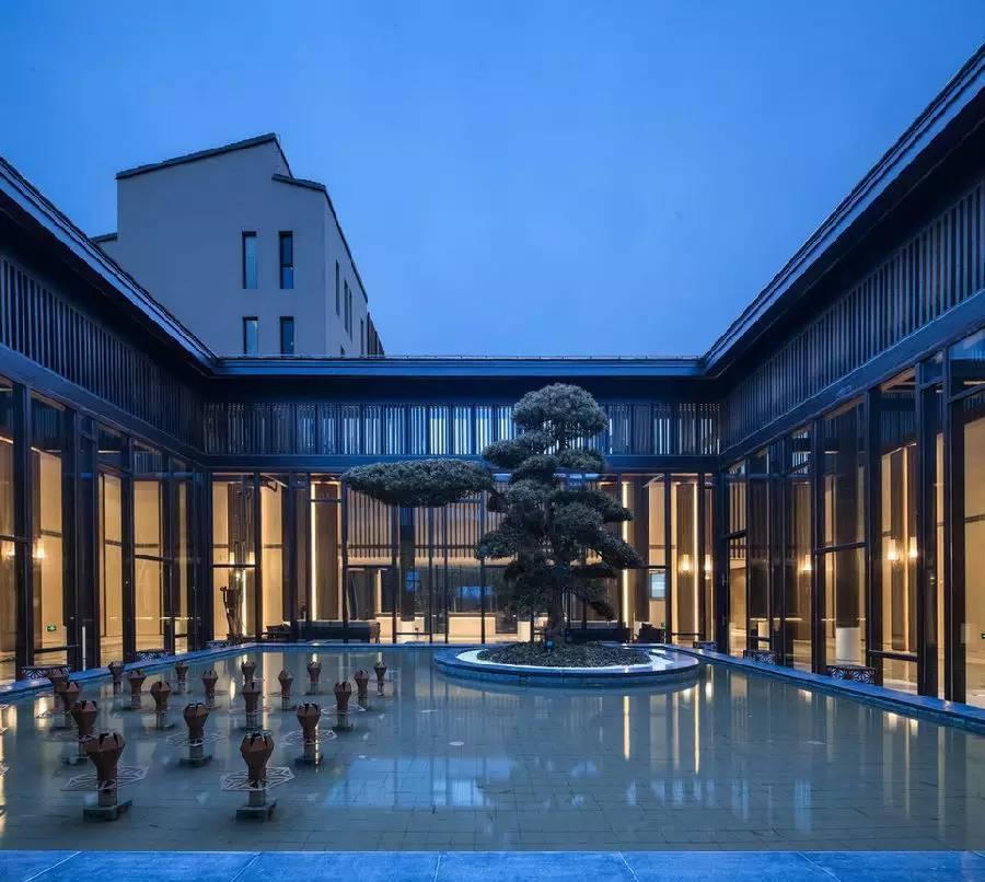 酒店设计以现代中式风格为整体建筑格调图片