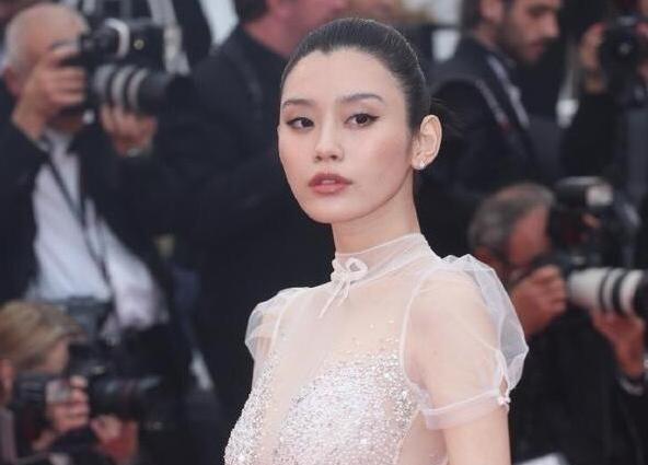 奚梦瑶嫁入豪门陪路线逛街,一改往常故事性感性感婆婆憋尿图片
