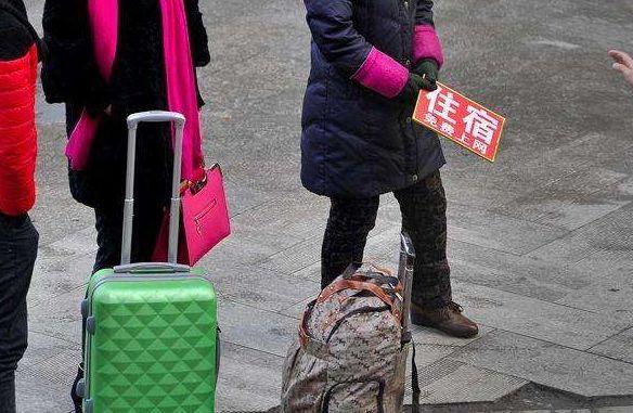 火车站附近大妈拉人住宿,价格那么便宜,究竟有方世玉新传奇攻略图片