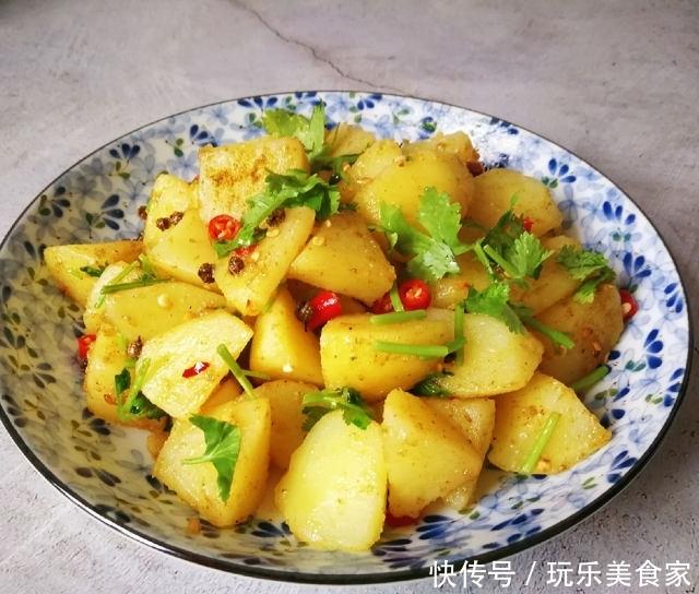 孜然土豆,孜然味儿浓郁,混合香菜的清香,好吃极了