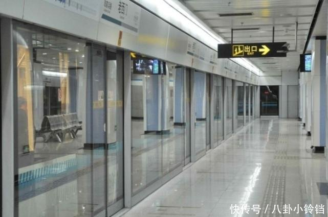 北京一地铁站,一上午晕倒10个人,大多都是年轻人理由也差不多