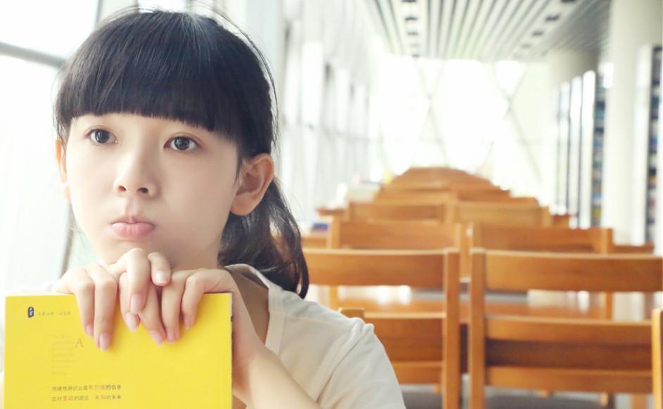 陈瑶长发素颜校园桌面壁纸