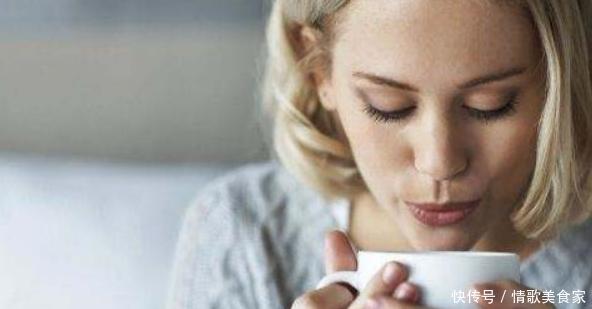 女人想保养自己,无需买滋补品,黑豆加上它,防衰抗老显年轻