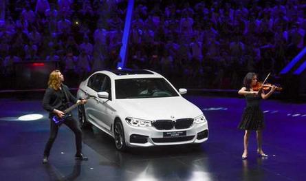 相比已经停产的老款宝马5系li(代号f18),新车在尺寸方面有一点的提升.