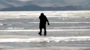 76岁奶奶每天溜冰上班