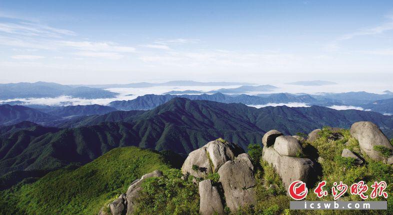 森林公园(以下简称公园)位于长沙境内浏阳市东北部,与江西省铜鼓县