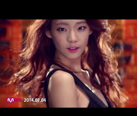 韩国男组合100% mv你真漂亮里的女主角是谁