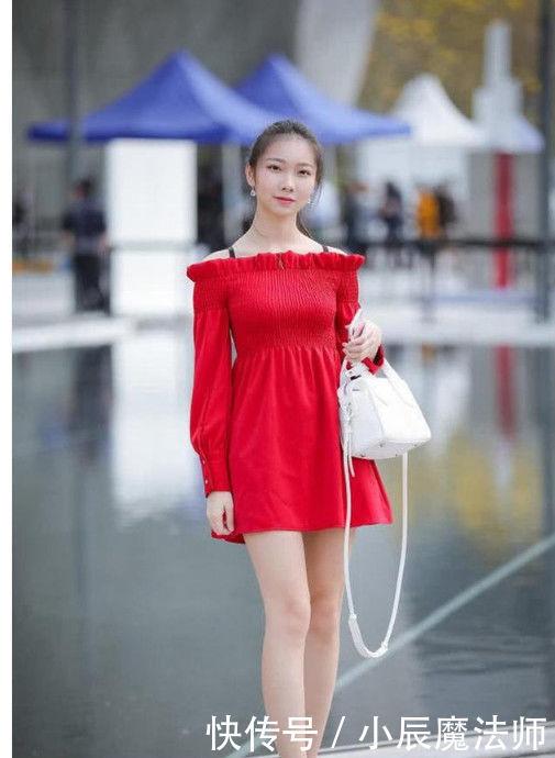 气质的街拍:清纯迷人的美女,穿出紧致身材!