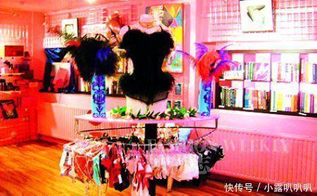 美女v美女情趣用品商店,看过聊天记录后,情趣怒视频女子透明内衣老公图片